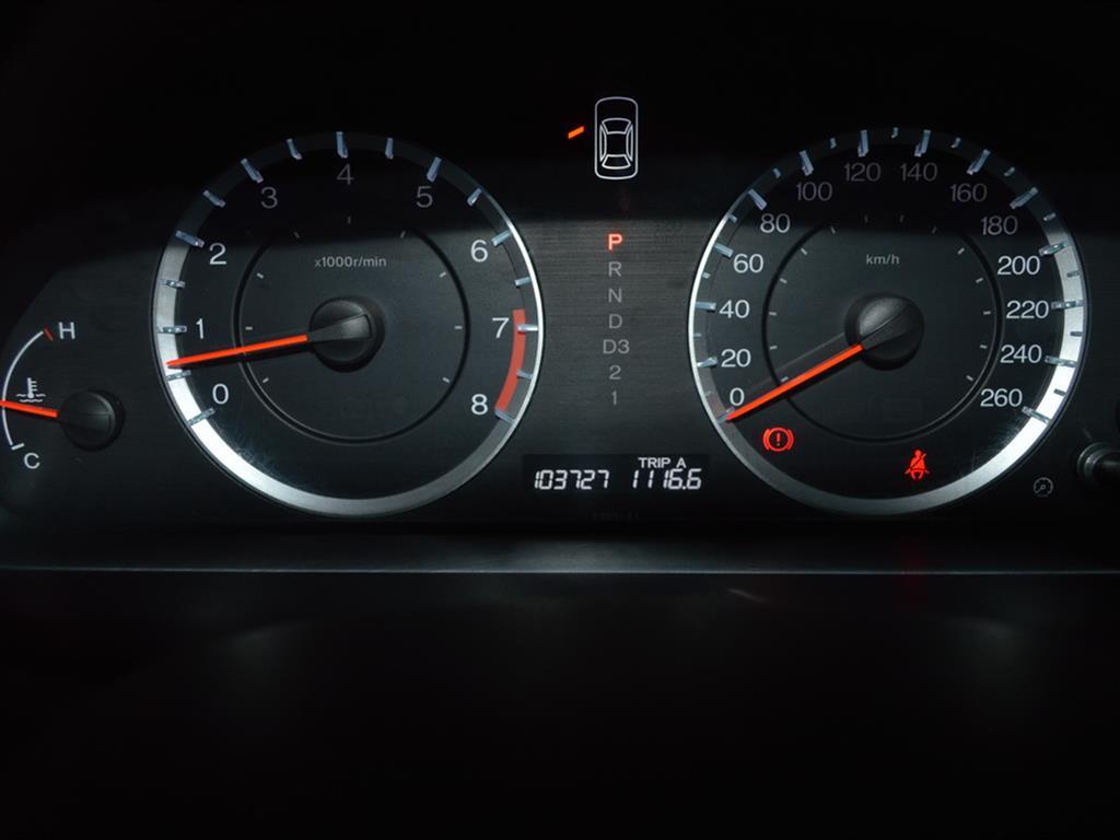 车况概述:2011款 雅阁 2.0L EX。2011年9月登记,10.3万公里,国四标准。独有的上乘品质和驾驶的快感,大气、稳重的风格,如果有人要我推荐一台B级车,雅阁肯定是最稳妥的一个选择。 _________________________________________ 配置信息:5档自动、遥控钥匙、电动天窗、铝合金轮毂、真皮方向盘、多功能方向盘、定速巡航、倒车雷达、真皮座椅、电动座椅、座椅加热、自动空调、温度分区控制。