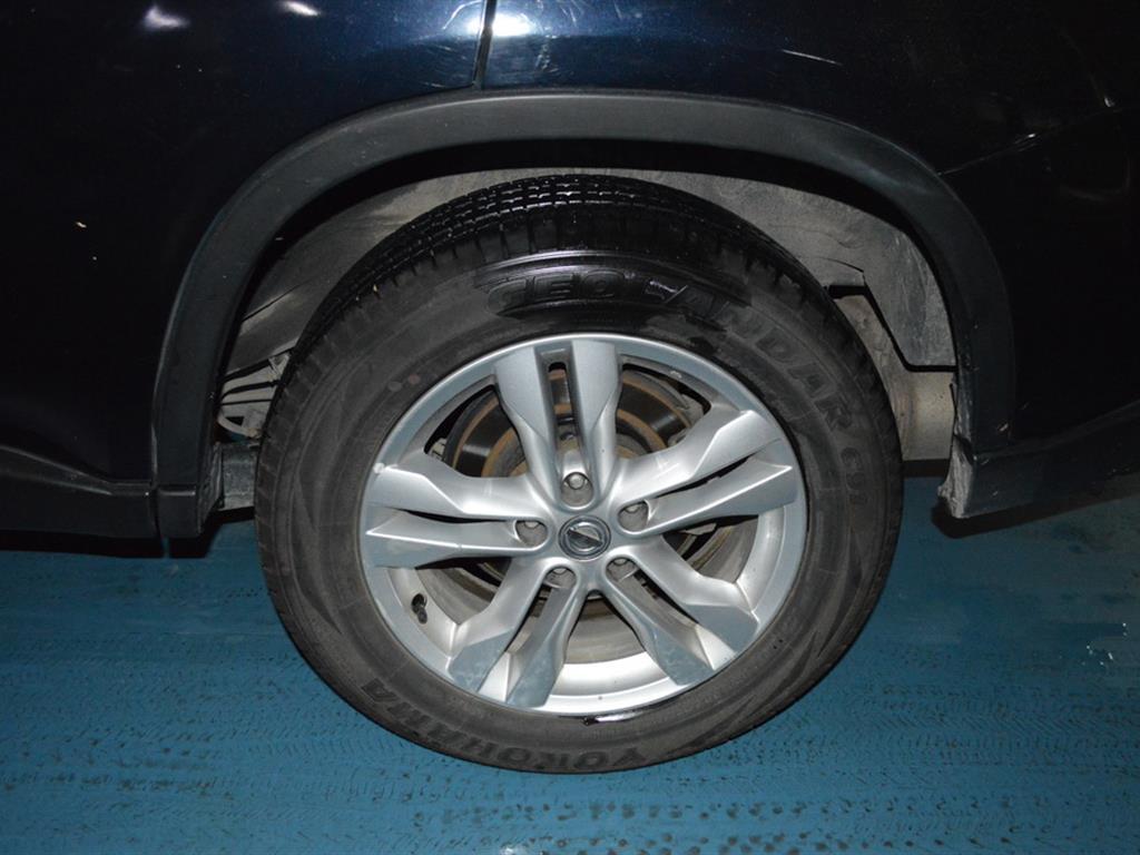 车况概述:奇骏 2012款 2.5L 自动四驱豪华版。2012年2月登记,国四标准,行驶10.2万公里。硬朗的车身线条,精致的内饰、超大行李箱、出色的越野性能给您带来极致的驾乘体验。 _________________________________________ 配置信息:CVT无级变速(模拟6档)、前置四驱、无钥匙进入、无钥匙启动、陡坡缓降、中央差速锁、全景天窗、多功能方向盘、定速巡航、倒车雷达、真皮座椅、电动座椅、座椅加热、电动车窗等。