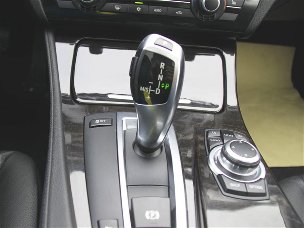 宝马523安装倒车影像接线