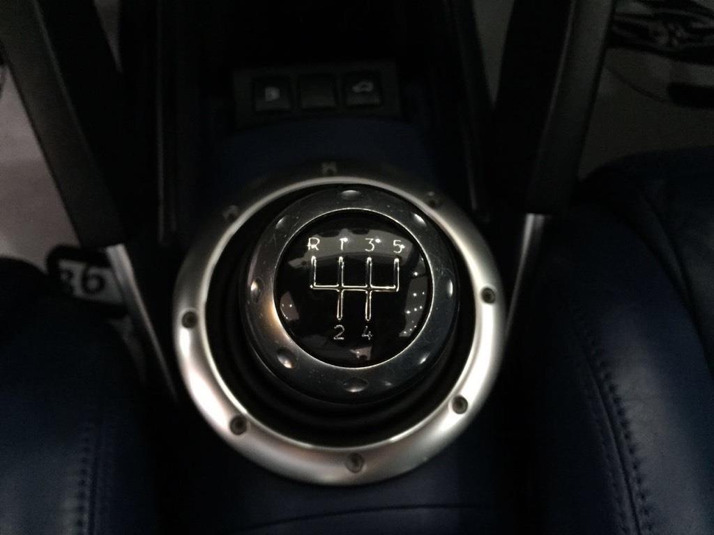 奥迪TT,私家一手车,硬顶敞篷轿跑,车况佳,无事故,真实公里数,原车主开的很少,保养有加,外观内室很新,这款车如果您再关注,的确值得拥有,做为轿跑,包裹性和舒适性真的很不错,与众不同的方向盘,圆润的排气罩,结合车身非常耐看,外形时尚拉风,前排空间宽敞,座椅舒适,方向轻,路感清晰,操控性好,是一款血统纯正的跑车.